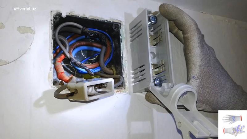 Electricista c mo sustituir fusible contador digital for Manipular contador luz digital