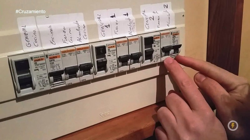 C mo instalar un cruzamiento entre dos conmutadores domo - Cuadro electrico vivienda ...