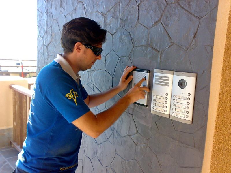 Instalaci n de porteros y videoporteros granada domo electra for Instalacion portero automatico tegui