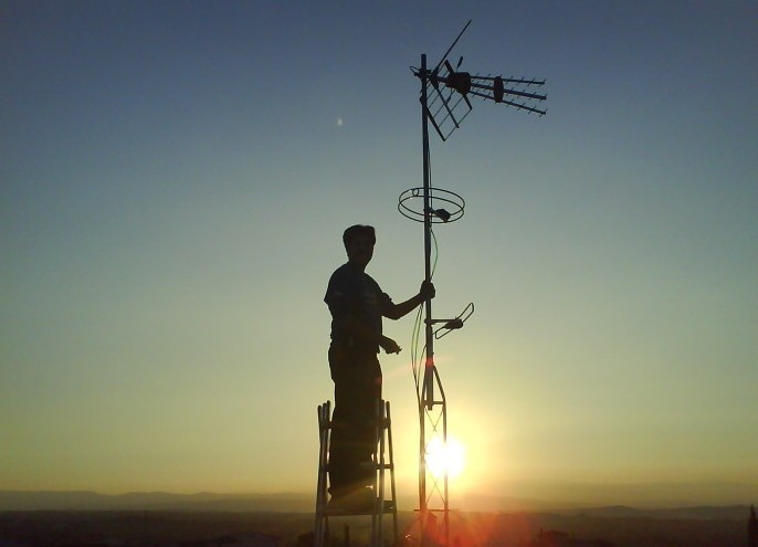 Antenas colectivas o comunitarias domo electra for Antenas parabolicas en granada