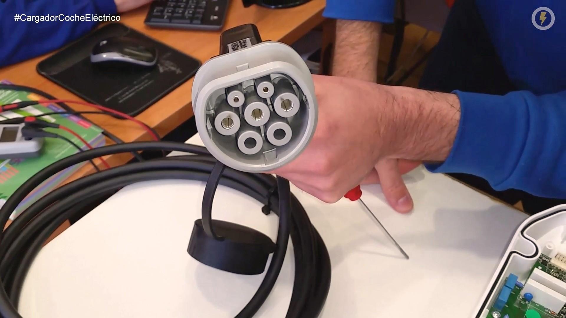 cargador coche_electrico circutor wallbox cable menneke tipo 2 16A