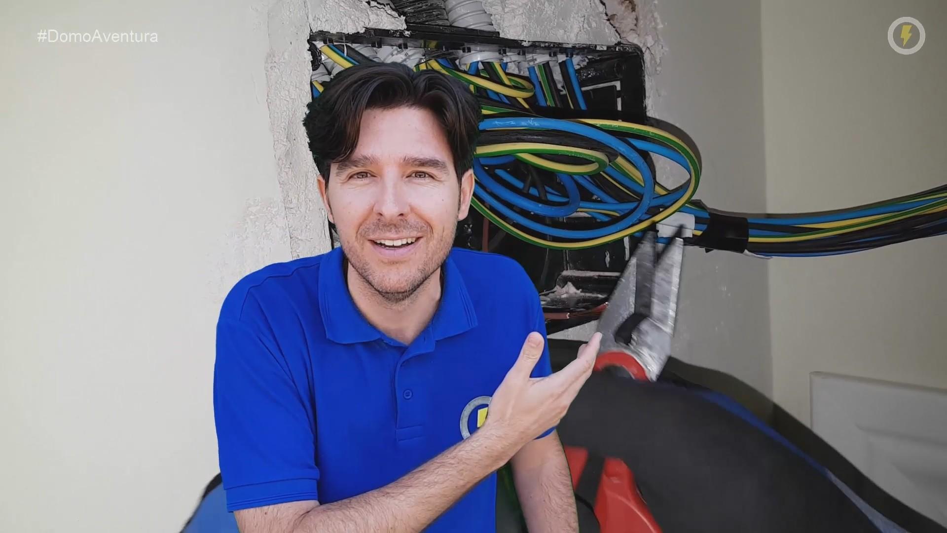 electricista_electricidad_cocina_reforma_tijeras_cables_instalar_fichas_conectar_domo_electra_manuel_amate