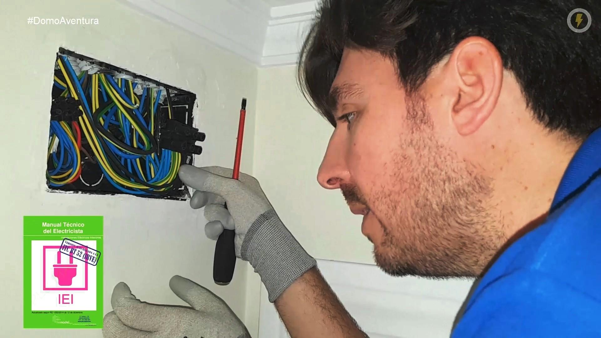 electricista_reforma_cocina_electricidad_manuel_amate_domo_electra_conectar_registro_cables_fichas