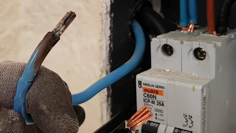 cable-electrico-quemado-cuadro-electrico-proteccion-electricidad-granada-domo-electra
