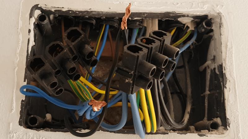 caja-de-empalme-derivacion-tierra-iluminacion-averia-electricidad-domo-electra