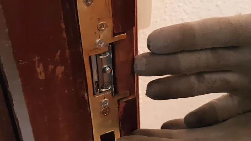 https://www.domoelectra.com/wp-content/uploads/2019/05/sustitucion-cerradura-electrica-electricista-granada-domo-electra.jpg