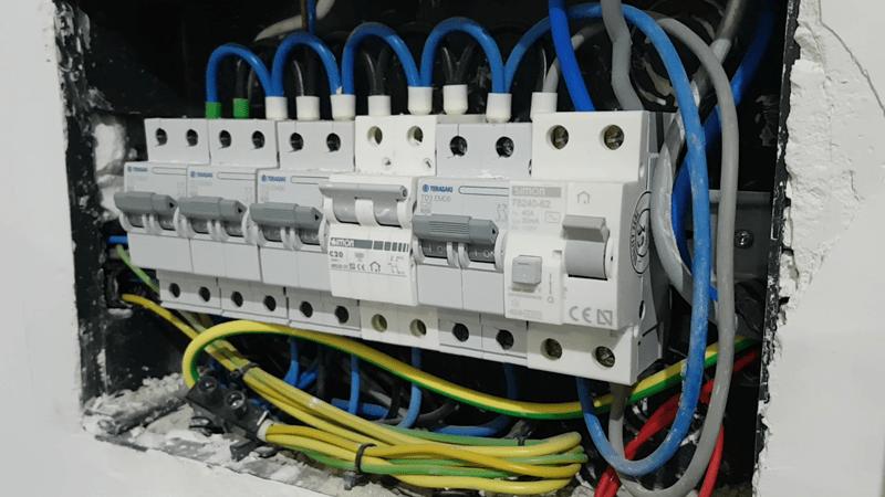 cuadro-electrico-sin-protector-de-sobretensiones-electricidad-domo-electra-granada