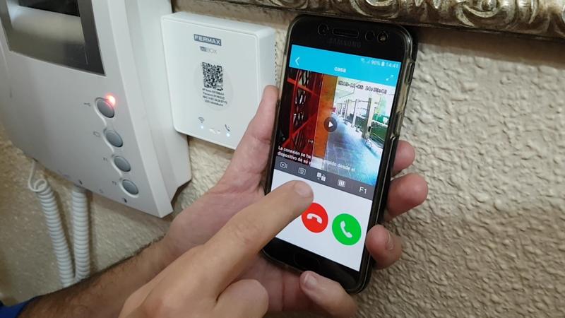 https://www.domoelectra.com/wp-content/uploads/2019/11/comprar-desvio-llamada-telefono-movil-portero-videoportero-fermax.jpg