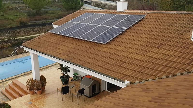 https://www.domoelectra.com/wp-content/uploads/2019/11/instalacion-fotovoltaica-vivienda-unifamiliar-paneles-policristalinos-domo-electra.jpg