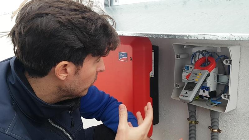 https://www.domoelectra.com/wp-content/uploads/2019/11/inversor-continua-alterna-policharger-instalacion-punto-recarga-domo-electra.jpg