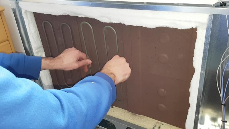 https://www.domoelectra.com/wp-content/uploads/2019/12/ecombi-acumuladores-de-calor-instalar-piedras-refractarias.jpg
