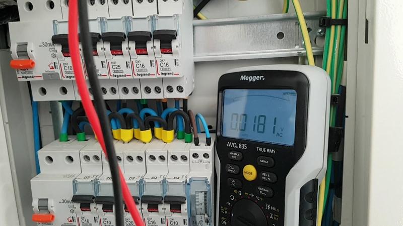 avo835-multimetro-megger-instalacion-electricidad-domo-electra