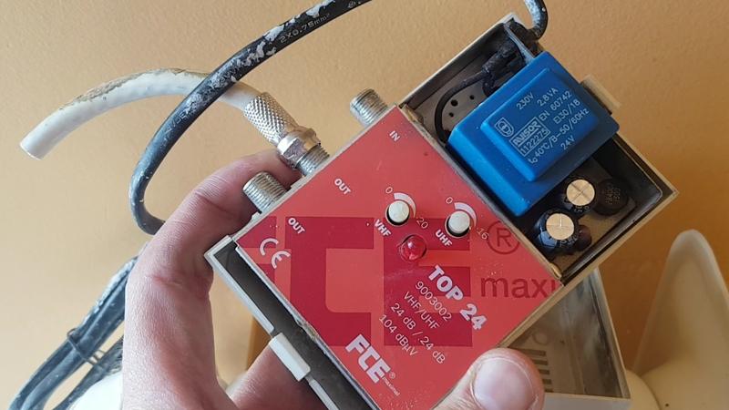 amplificador-de-senal-antiguo-instalacion-telecomunidaciones