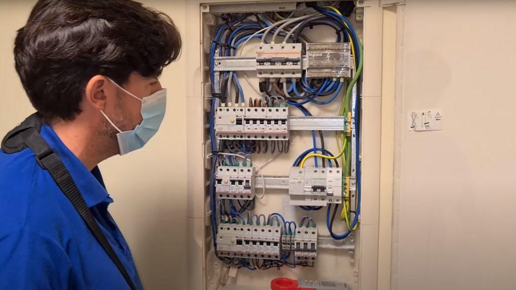 cuadro-electrico-errores-instalacion-infraestructura-recarga-vehiculo-electrico-domo-electra